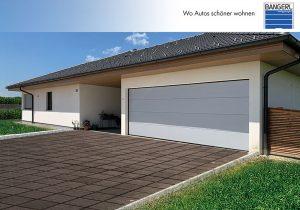 Zu sehen ist eine Modell Premium Garage mit Sektionaltor L-Sicke